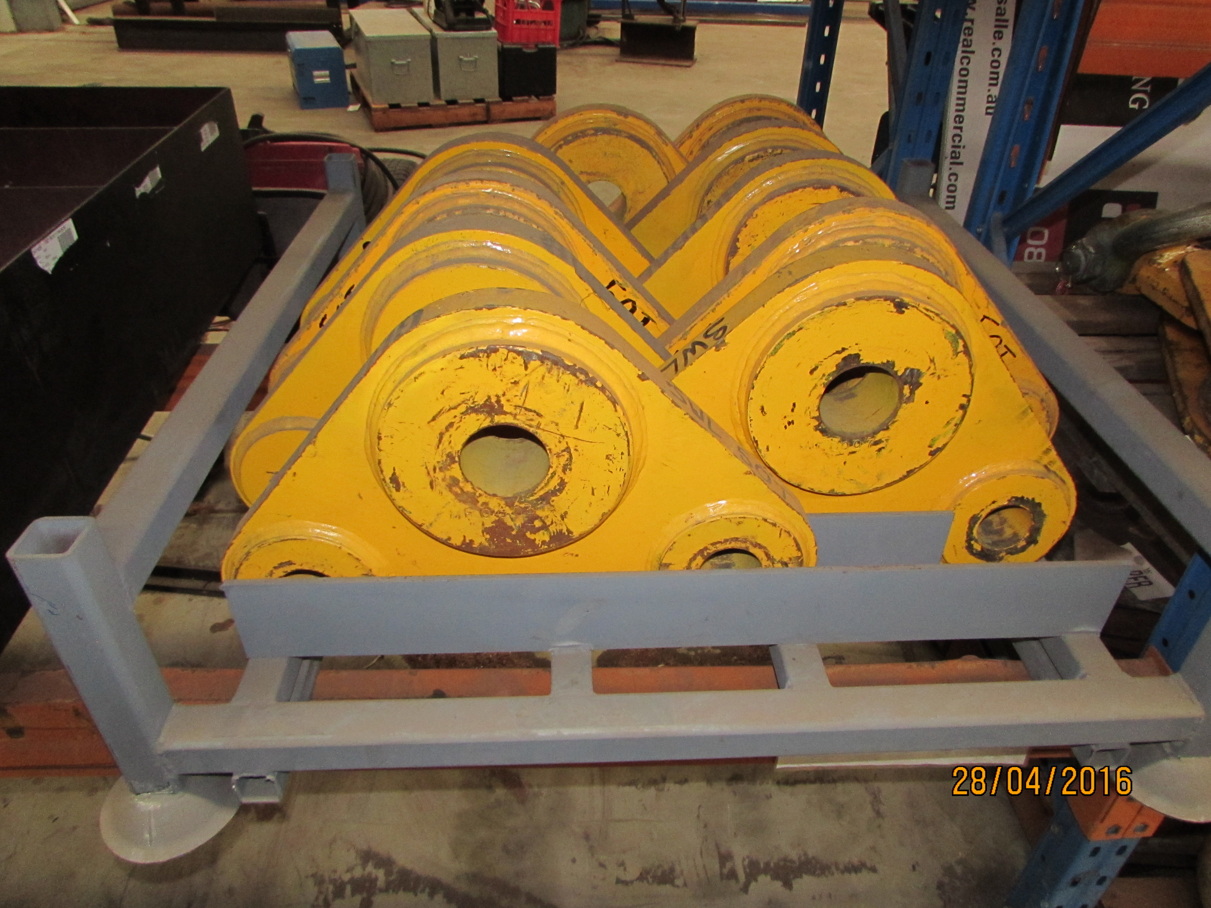 Equalizing Triangle Plate Hire Global Hire